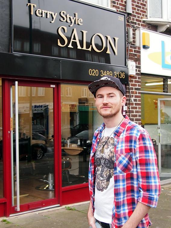 Terry Hairstilist La Londra Vreau Să Le Arăt Unde Poate Ajunge Un
