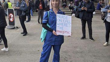 Anglia: Asistentă concediată după ce a apărut îmbrăcată în uniformă la protestul anti-pandemie