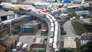 De la 1 ianuarie, mii de camioane ar putea bloca portul Dover din cauza Brexit