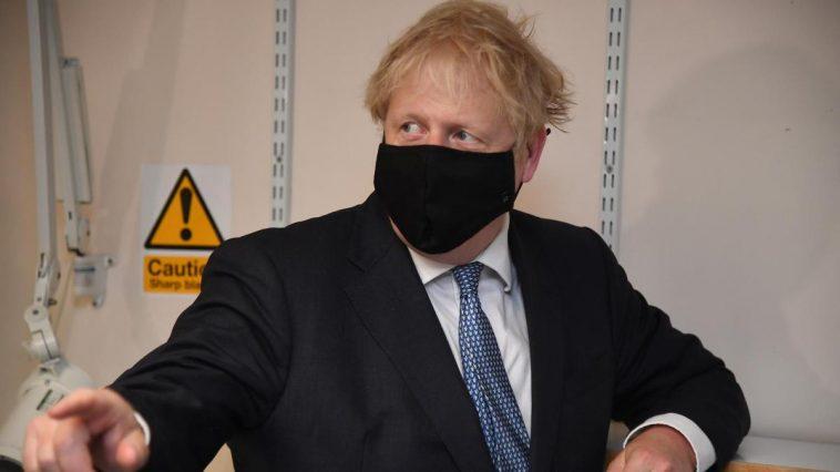 """Boris Johnson, întâlnire de urgență cu privire la situația pandemiei. """"Vor fi peste 200 de morți pe zi"""". Se așteaptă un nou """"LOCKDOWN"""""""