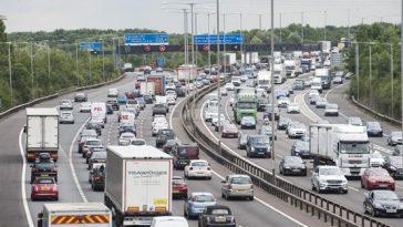 Marea Britanie se întoarce la muncă. Traficul rutier și aglomerația de la metroul din Londra, la nivelurile de dinainte de restricții