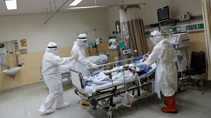 """17.000 de infectări cu COVID-19 în 24 de ore. Experții medicali din Marea Britanie avertizează că """"spitalele vor fi pline în 10 zile"""""""