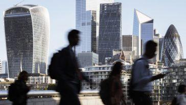 Marea Britanie continuă să se împrumute pentru a face față crizei. Datoria publică a depășit 103% din PIB