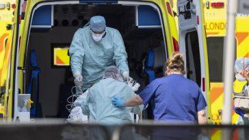Marea Britanie: Crește numărul deceselor de COVID. Cea mai mare cifră săptămânală din martie