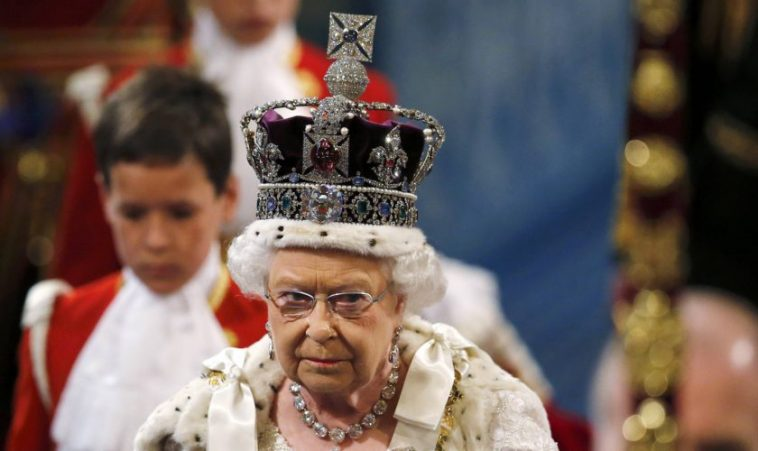 "Cum au ""omorât-o"" francezii pe Regina Elisabeta II a Marii Britanii"