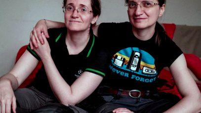 Două românce gay