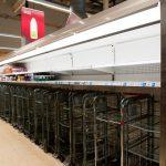 Criză de apă și lapte în supermarketurile din Marea Britanie. Multe rafturi sunt goale