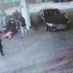 Lucrătoare de la o stație de carburant din Londra, bătută de un client supărat că nu mai găsise benzină