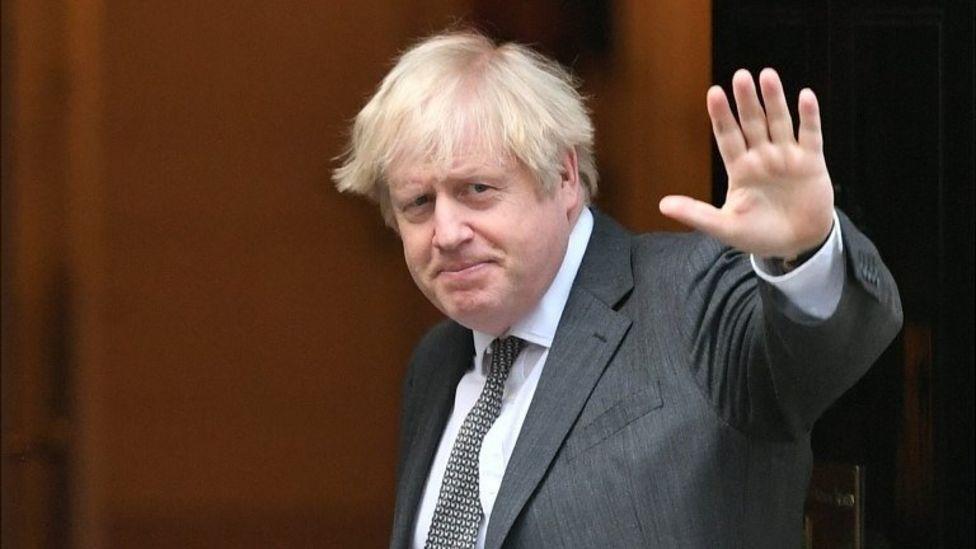 Boris Johnson îi liniștește pe britanici: Nu va lipsi mâncarea, salariile cresc