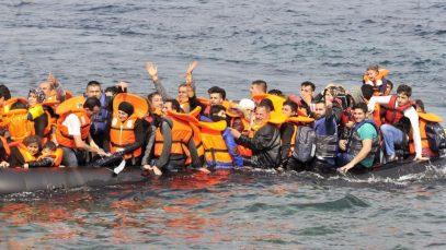 Scandal între Marea Britanie și Franța din cauza imigranților care traversează Canalul Mânecii cu barca
