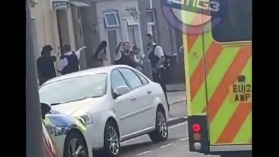 Ilford: O fată de 14 ani a fost înjunghiată în gât. O femeie a fost arestată