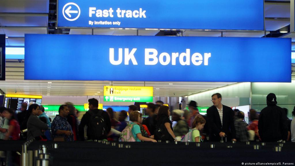 """Ce le transmite un ministru britanic unora dintre români din Regat: """"Pregătiți-vă să fiți dați afară din UK"""""""