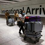 O treime din cei care sosesc în Anglia încalcă regulile carantinei
