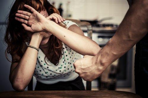 Român din Preston, condamnat după ce și-a bătut cu bestialitate soția. Femeia a decis să se împace cu agresorul