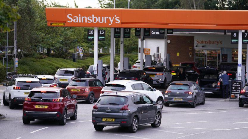 Guvernul britanic schimbă legislația BREXIT. Va acorda vize șoferilor de camion din afara Regatului Unit