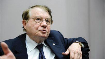 """""""Vaccinurile COVID nu sunt sigure"""". Un laureat Nobel explică riscurile imunizării în masă"""