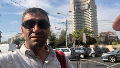 Viața bate filmul. Vasile Bolohan lucrează pe șantier în Anglia și îi ajută pe copiii defavorizați din România