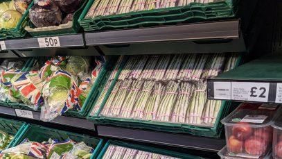 Criza din Marea Britanie: Supermarketurile folosesc fotografii cu alimente pentru a umple rafturile