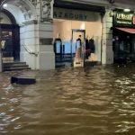 Inundații în Londra: Stații de metrou sub apă și drumuri afectate