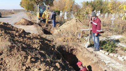 Orașul morții din România. Groparii nu mai fac față situației din cauza valului de decedați de COVID