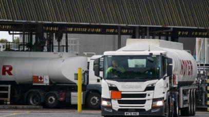 Marea Britanie angajează șoferi pe cisterne petroliere din UE. Cum puteți aplica